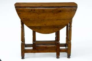 EARLY 18TH CENTURY ANTIQUE YEW WOOD GATELEG TABLE