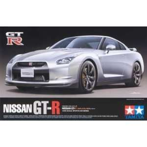 Tamiya   1/24 Nissan GT R (Plastic Model Vehicle): Toys