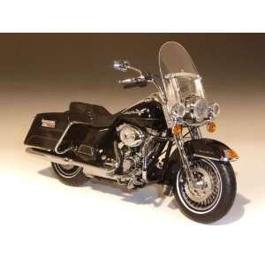 2011 Harley Davidson FLHRC Road King 1/12 Vivid Black