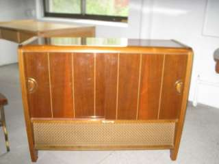 Majestic Mad Men Wood Record Player / Radio Cabinet Living Room