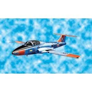 48 CT141 Military Tutor Aircraft (Plastic Models): Toys & Games